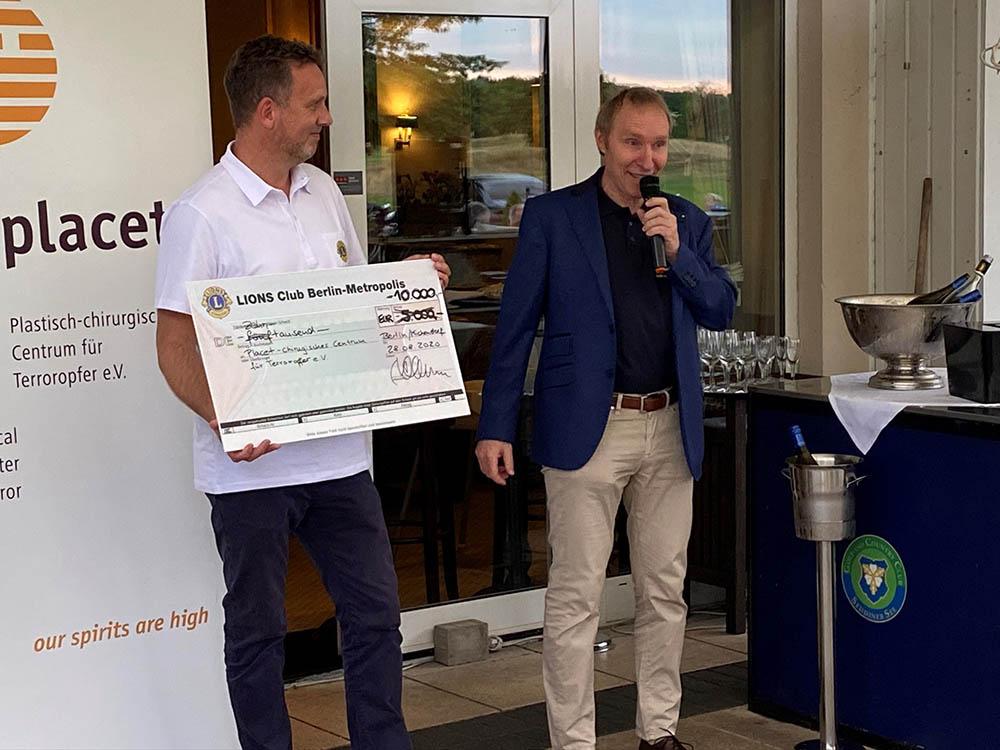 Prof. Dr. Frank-Werner Peter im Golfclub Seddin bei Spendenannahme für placet e.V.
