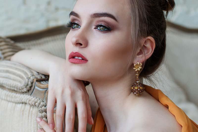 Facelift / Halslift: die wichtigsten Fragen rund um die beliebten Schönheits-OPs!